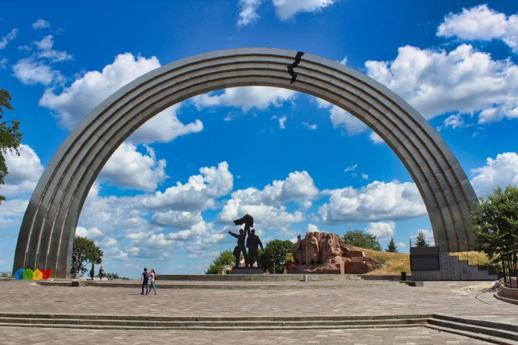 Russian and Ukrainian languages - Arch of Friendship in Kyiv