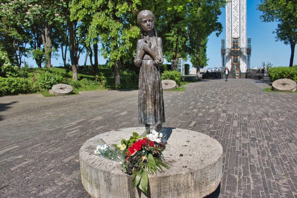 Ukrainians and Russians Holodomor